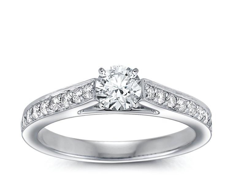 The Queen Diamond - 0,50 ct + 0,64 ct Seitensteine Diamantring in Weißgold