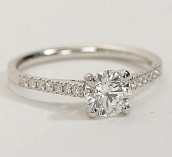 The Queen Diamond - 0,50 ct + 0,42 ct Seitensteine Diamantring in Weißgold - SOFORT VERFÜGBAR