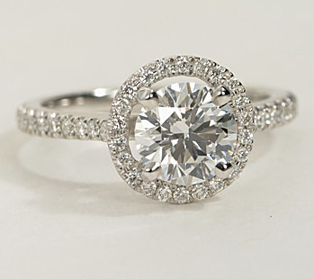 The Queen Diamond 1,00 ct + 0,30 ct Halo Ring in Weißgold - SOFORT VERFÜGBAR