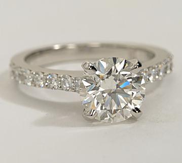 The Queen Diamond - 2,00 ct + 0,70 ct Seitensteine Diamantring in Weißgold - SOFORT VERFÜGBAR
