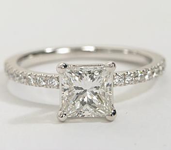 The Queen Diamond - 1,00 ct + 0,42 ct Seitensteine Diamantring in Weißgold - SOFORT VERFÜGBAR