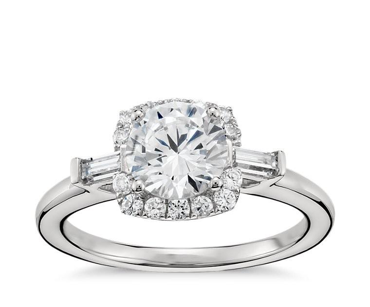 The Queen Diamond 1,00 ct Zentraldiamant + 0,23 ct Haloring in Weissgold