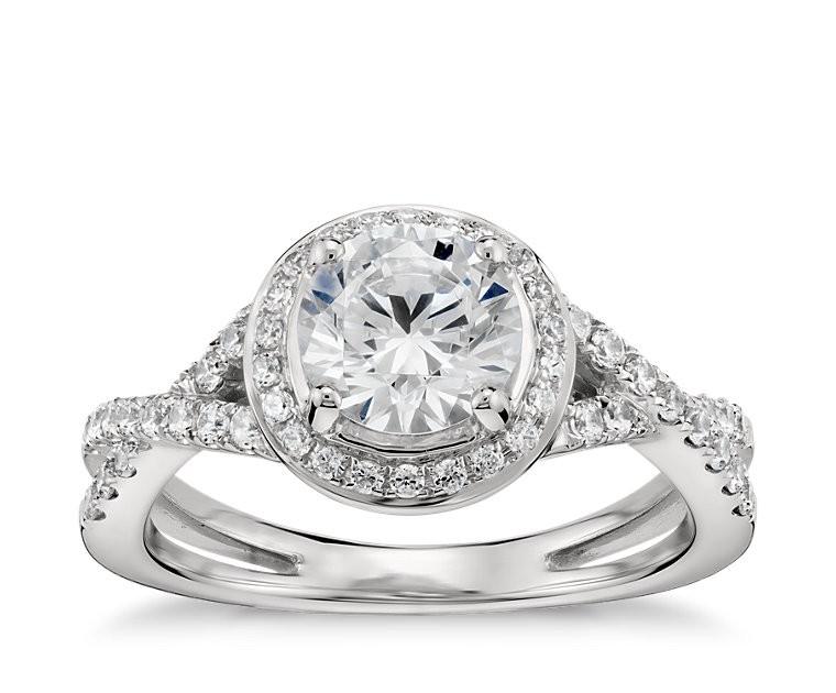 The Queen Diamond 1,00 ct Zentraldiamant + 0,31 ct Haloring in Weissgold