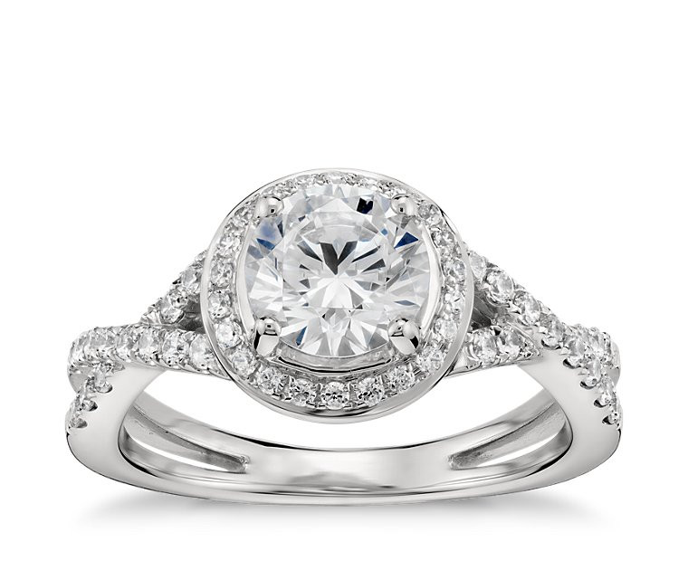 The Queen Diamond 0,48 ct Zentraldiamant + 0,31 ct Haloring in Weissgold (G/SI1 DGI)