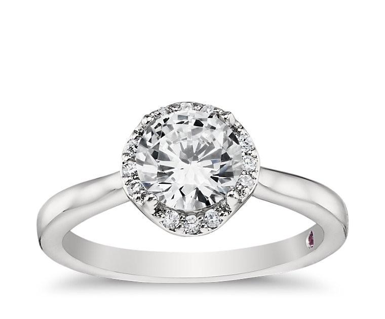 The Queen Diamond 1,00 ct Zentraldiamant + 0,17 ct Haloring in Weissgold