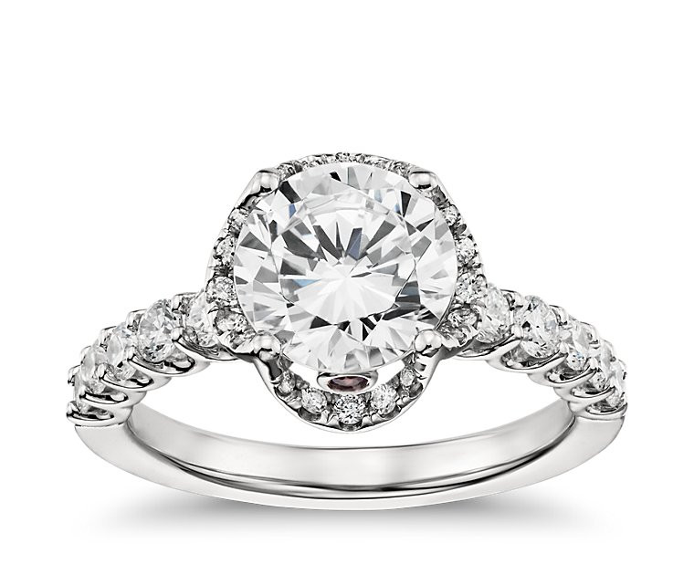 The Queen Diamond 1,00 ct Zentraldiamant + 0,65 ct Haloring in Weissgold