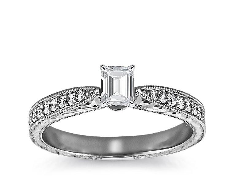 The Queen Diamond - 0,30 ct Zentraldiamant + 0,48 ct Seitensteine Diamantring in Weissgold
