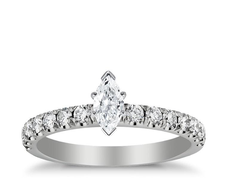 The Queen Diamond - 0,30 ct Zentraldiamant + 0,60 ct Seitensteine Diamantring in Weissgold