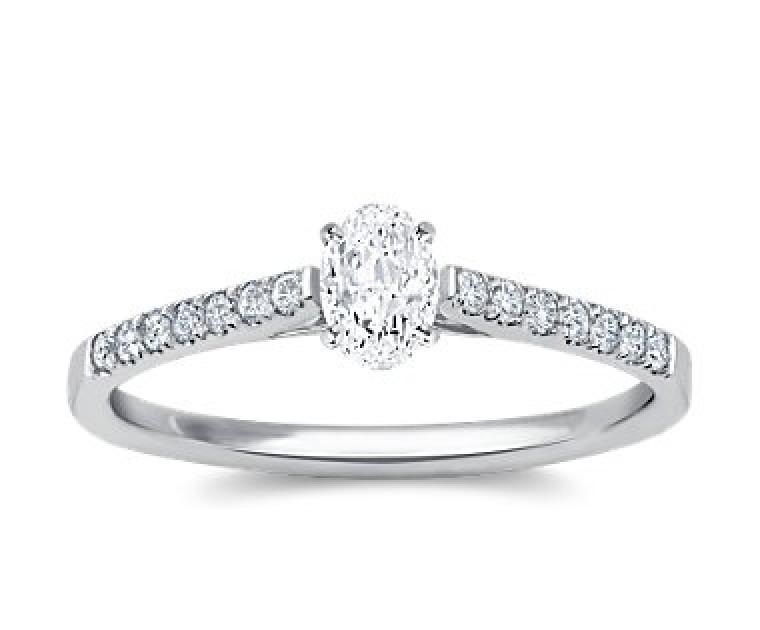 The Queen Diamond - 0,20 ct Zentraldiamant + 0,42 ct Seitensteine Diamantring in Weissgold