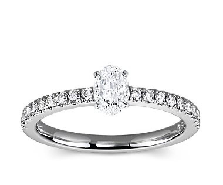 The Queen Diamond - 0,40 ct Zentraldiamant + 0,36 ct Seitensteine Diamantring in Weissgold