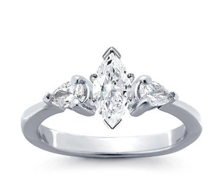 The Queen Diamond - 0,70 ct Zentraldiamant + 0,30 ct Seitensteine Diamantring in Weissgold
