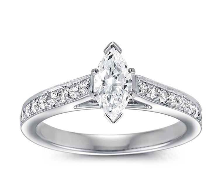 The Queen Diamond - 0,70 ct Zentraldiamant + 0,64 ct Seitensteine Diamantring in Weissgold