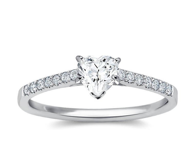 The Queen Diamond - 0,70 ct Zentraldiamant + 0,42 ct Seitensteine Diamantring in Weissgold