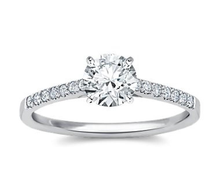 The Queen Diamond - 1,00 ct Zentraldiamant + 0,42 ct Seitensteine Diamantring in Weissgold