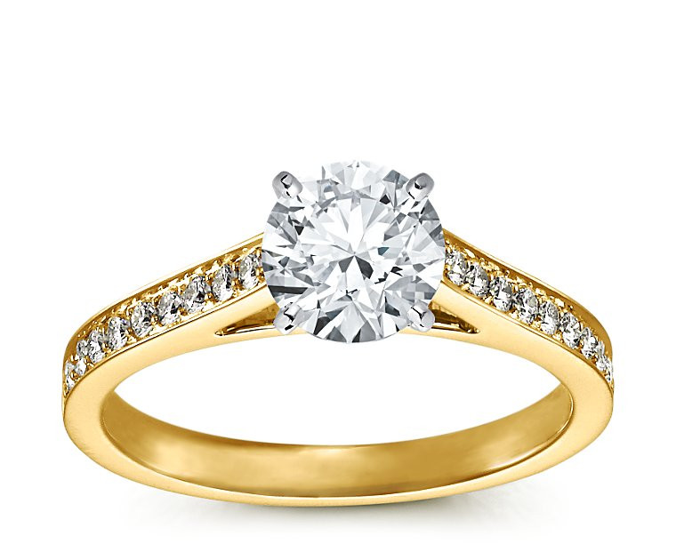 The Queen Diamond - 1,25 ct  Zentraldiamant + 0,48 ct Seitensteine Diamantring in Gelbgold