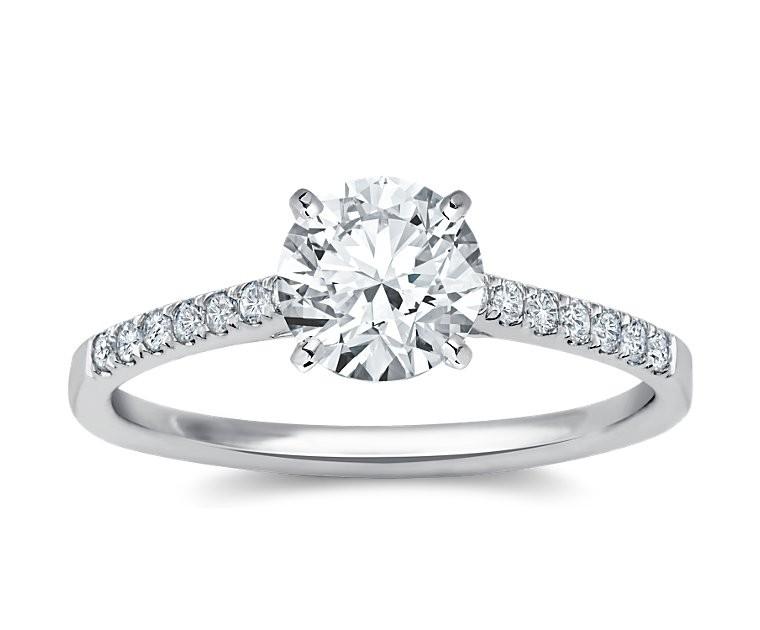 The Queen Diamond - 1,50 ct Zentraldiamant + 0,42 ct Seitensteine Diamantring in Weissgold