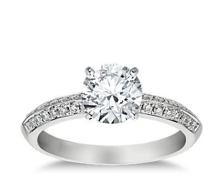The Queen Diamond - 1,50 ct Zentraldiamant + 0,64 ct Seitensteine Diamantring in Weissgold