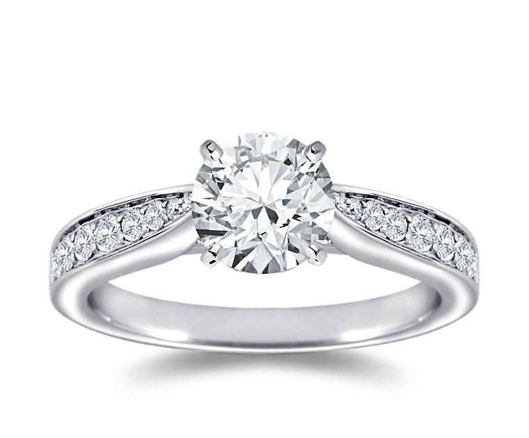 The Queen Diamond - 1,50 ct Zentraldiamant + 0,48 ct Seitensteine Diamantring in Weissgold