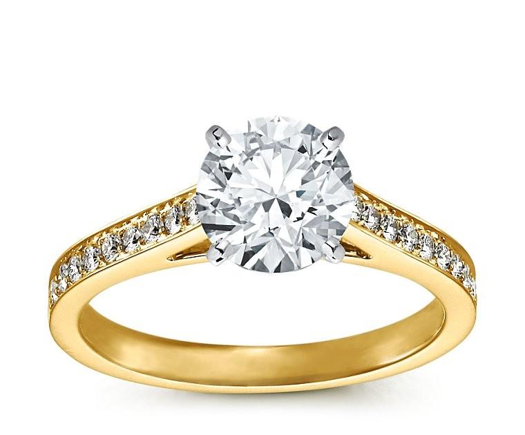 The Queen Diamond - 2,00 ct  Zentraldiamant + 0,48 ct Seitensteine Diamantring in Gelbgold