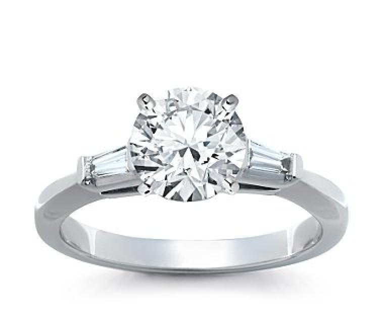 The Queen Diamond - 2,00 ct Zentraldiamant + 0,30 ct Seitensteine Diamantring in Weissgold