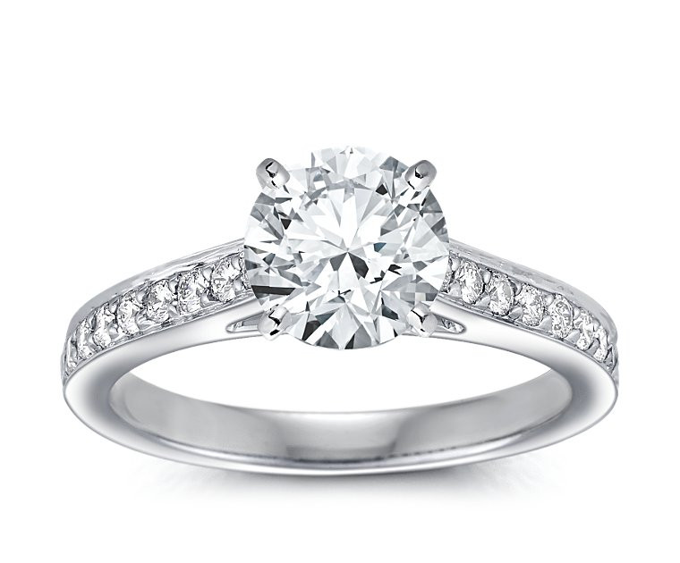 The Queen Diamond - 2,00 ct Zentraldiamant + 0,64 ct Seitensteine Diamantring in Weissgold