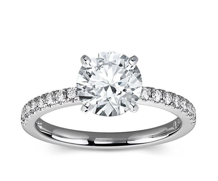 The Queen Diamond - 2,00 ct Zentraldiamant + 0,36 ct Seitensteine Diamantring in Weissgold