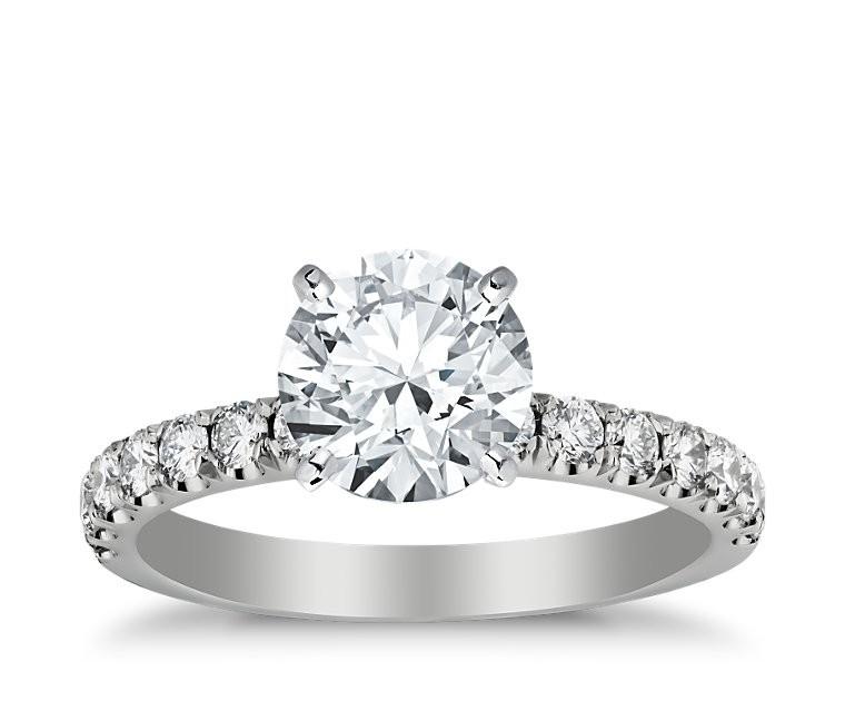 The Queen Diamond - 2,00 ct Zentraldiamant + 0,60 ct Seitensteine Diamantring in Weissgold