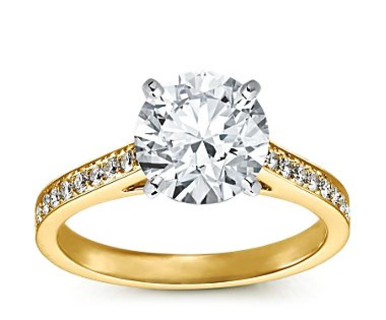 The Queen Diamond - 2,50 ct  Zentraldiamant + 0,48 ct Seitensteine Diamantring in Gelbgold