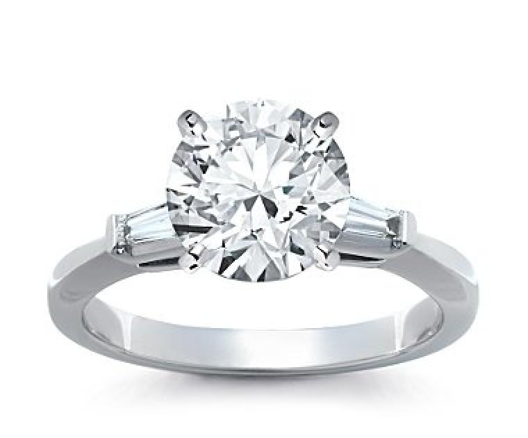 The Queen Diamond - 2,50 ct Zentraldiamant + 0,30 ct Seitensteine Diamantring in Weissgold