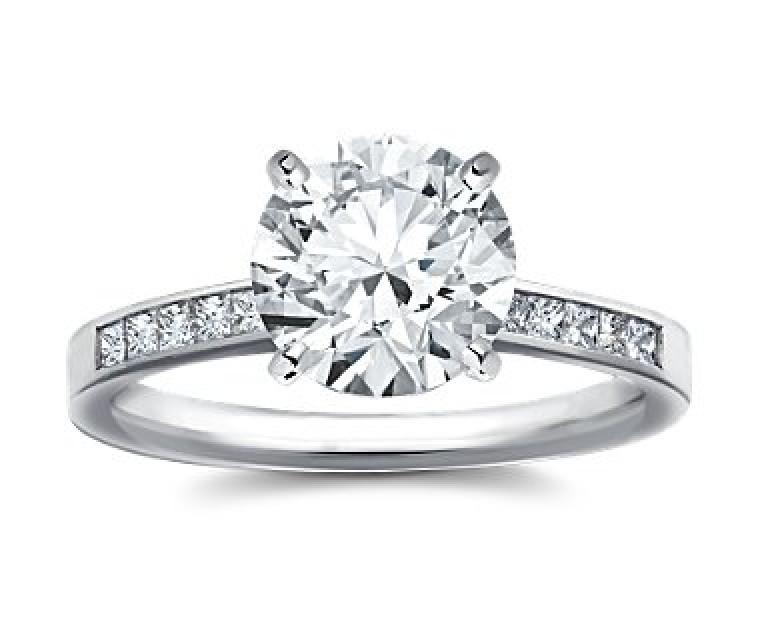 The Queen Diamond - 2,50 ct Zentraldiamant + 0,60 ct Seitensteine Diamantring in Weissgold