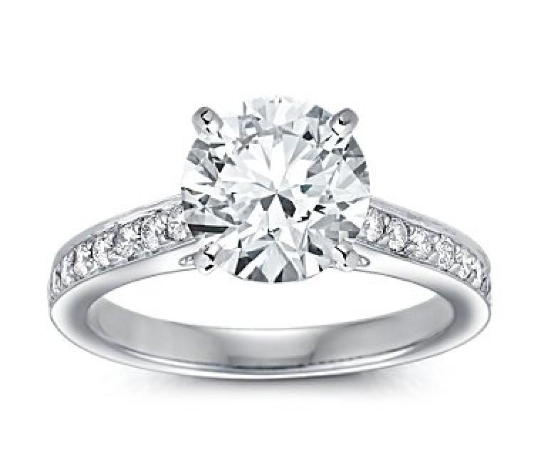 The Queen Diamond - 2,50 ct Zentraldiamant + 0,64 ct Seitensteine Diamantring in Weissgold