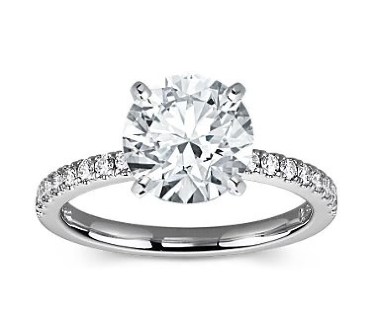 The Queen Diamond - 3,00 ct Zentraldiamant + 0,36 ct Seitensteine Diamantring in Weissgold
