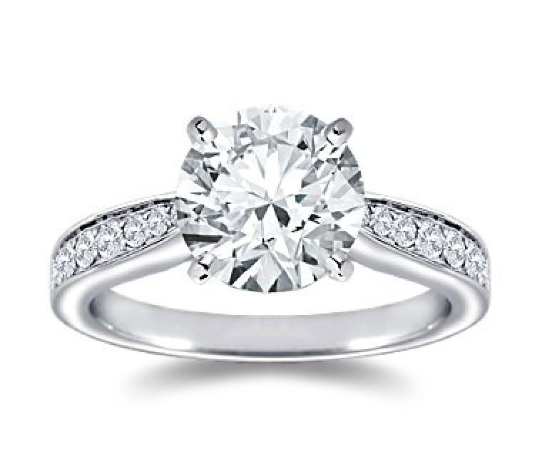 The Queen Diamond - 2,50 ct Zentraldiamant + 0,48 ct Seitensteine Diamantring in Weissgold