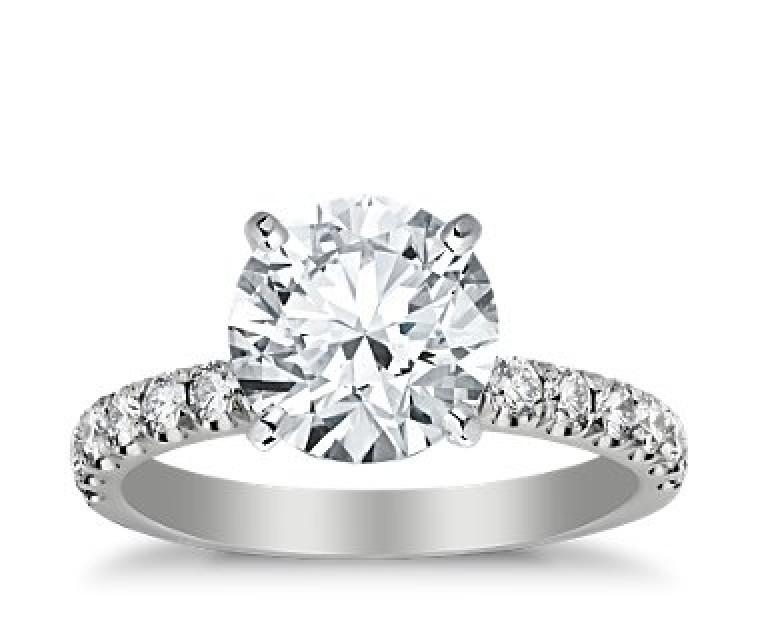 The Queen Diamond - 3,00 ct Zentraldiamant + 0,60 ct Seitensteine Diamantring in Weissgold