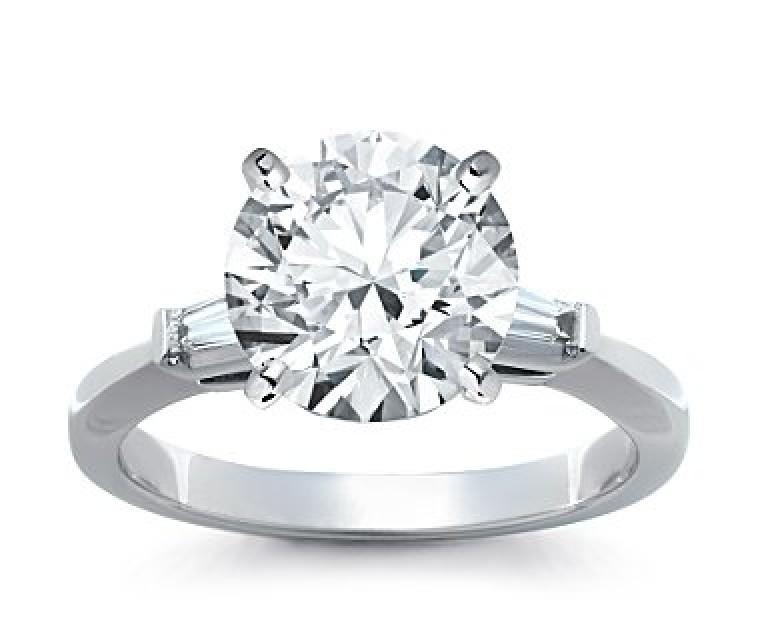 The Queen Diamond - 4,00 ct Zentraldiamant + 0,30 ct Seitensteine Diamantring in Weissgold
