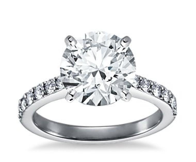 The Queen Diamond - 4,00 ct Zentraldiamant + 0,70 ct Seitensteine Diamantring in Weissgold