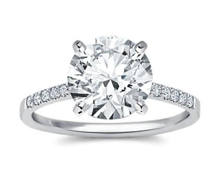 The Queen Diamond - 4,00 ct Zentraldiamant + 0,42 ct Seitensteine Diamantring in Weissgold