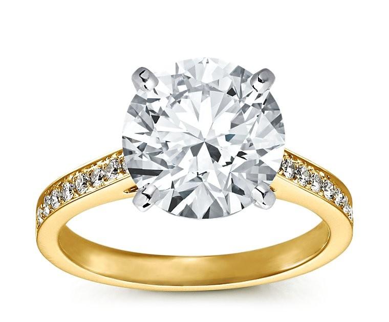 The Queen Diamond - 5,00 ct  Zentraldiamant + 0,48 ct Seitensteine Diamantring in Gelbgold