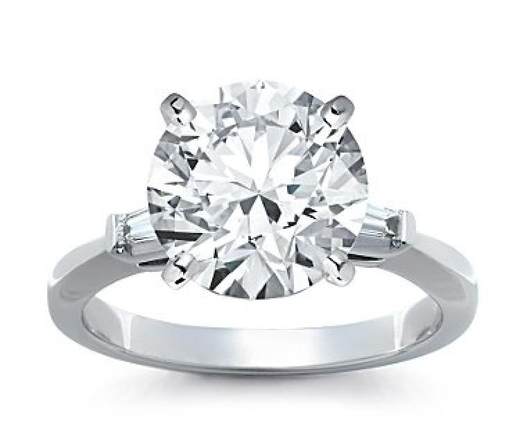 The Queen Diamond - 5,00 ct Zentraldiamant + 0,30 ct Seitensteine Diamantring in Weissgold