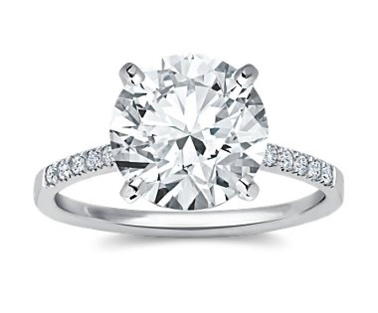 The Queen Diamond - 5,00 ct Zentraldiamant + 0,42 ct Seitensteine Diamantring in Weissgold