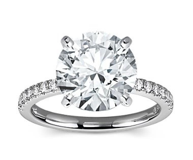 The Queen Diamond - 5,00 ct Zentraldiamant + 0,36 ct Seitensteine Diamantring in Weissgold