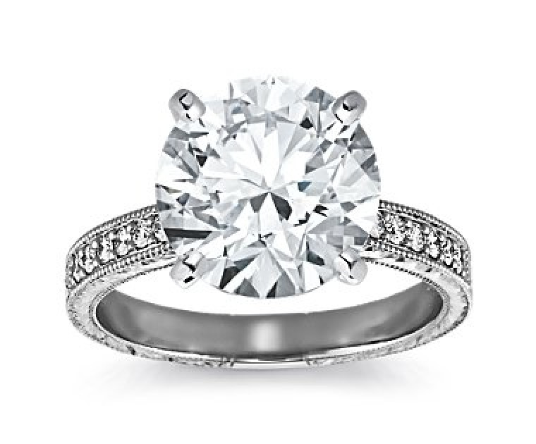 The Queen Diamond - 5,00 ct Zentraldiamant + 0,48 ct Seitensteine Diamantring in Weissgold