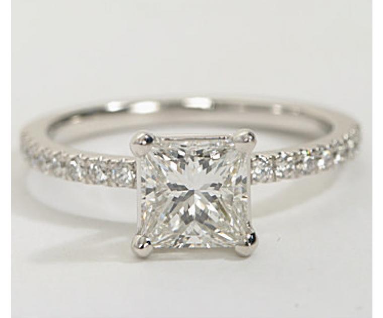 The Queen Diamond - 1,00 ct Zentraldiamant + 0,42 ct Seitensteine DIAMANTRING IN WEISSGOLD - sofort verfügbar